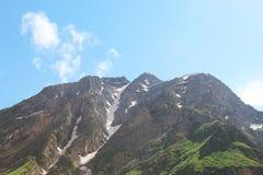 Bij de hoogte van een vogel` s vlucht highest berg in Europa stock fotografie