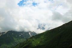 Bij de hoogte van een vogel` s vlucht highest berg in Europa royalty-vrije stock fotografie