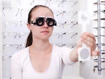 Bij de Opticien Stock Fotografie