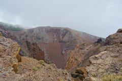 Bij de rand van een vulkaan in het eiland van La Palma, wandelingssleep die GR131 Ruta DE los Volcanes van Fuencaliente tot Tazac stock foto's