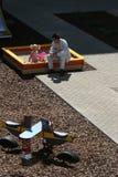Bij de speelplaats van de kinderen Stock Foto's