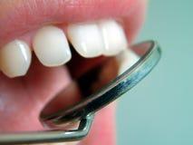 Bij de tandarts royalty-vrije stock afbeeldingen