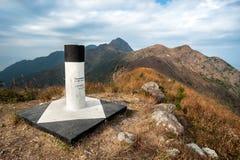 Bij de top van Piramideheuvel die naar Ma op Shan Peak kijken, M Royalty-vrije Stock Foto's