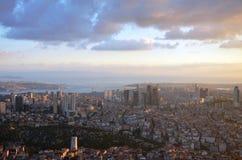 Bij een hoogte van MT 280 in de zonsondergang van Istanboel, was de saffier bij de wandelgalerij bekijkend foto's stock foto's