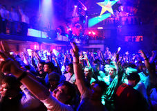 Bij een nachtclub Stock Fotografie