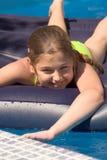 Bij een pool (02) Royalty-vrije Stock Foto's