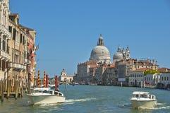 Bij het Grote Kanaal in Venetië Stock Foto's