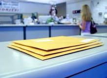 Bij het Postkantoor Stock Foto's