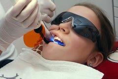 Bij orthodontist stock afbeelding