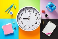 Bij samenvatting bij abstract kleurrijk document Stock Afbeelding