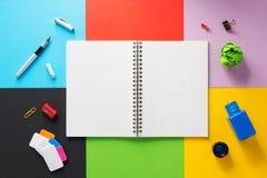 Bij samenvatting bij abstract kleurrijk document Royalty-vrije Stock Foto