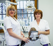 Bij Tandarts Clinic Royalty-vrije Stock Afbeeldingen