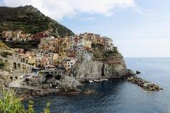 Bij weg door cinque terre in Italië kunt u sommige grote meningen aan kleine dorpen krijgen stock foto's