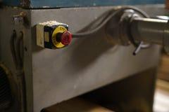 Bij zaagmolen Eindeknoop op machine, close-up royalty-vrije stock afbeelding