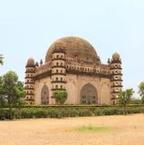 Bijapur Karnataka india do palácio e do mausoléu do gumbaz de Gol fotos de stock