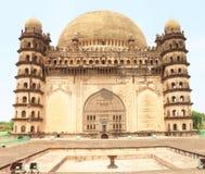 Bijapur Karnataka la India del palacio y del mausoleo del gumbaz de Gol fotos de archivo libres de regalías
