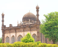 Bijapur Karnataka la India del palacio y del mausoleo del gumbaz de Gol imagen de archivo libre de regalías