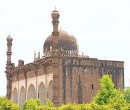 Bijapur Karnataka la India del palacio y del mausoleo del gumbaz de Gol foto de archivo libre de regalías
