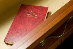 Bijbel in lade royalty-vrije stock foto's