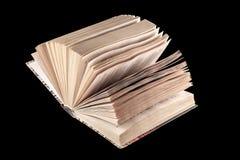 Bijbel met zwarte achtergrond en goede exemplaarruimte royalty-vrije stock afbeeldingen