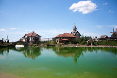 bijeljina在村庄附近的ethno湖 免版税库存照片