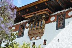 Bijenbijenkorven boven Dzong-ingang Royalty-vrije Stock Foto
