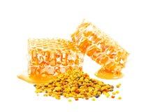 Bijenstuifmeel en honingraat stock foto's