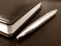 Bijkomend Pen en notitieboekje Stock Fotografie