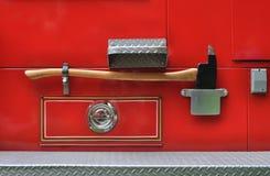 Bijl op een brandvrachtwagen royalty-vrije stock afbeeldingen