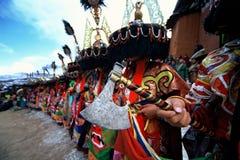 BIJL ter beschikking bij Tibetan godsdienstig ritueel stock fotografie