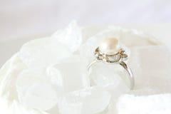 Bijou de boucle de perle en sucre en cristal photo libre de droits