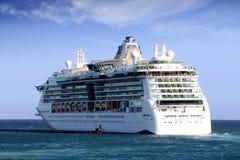 BIJOU de croisière DES MERS prêtes à laisser le port d'Alicante en Espagne image stock