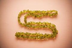 Bijouterie halsband av gröna pärlor Royaltyfri Fotografi