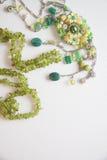 Bijouterie halsband av gröna pärlor Arkivbilder