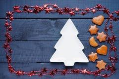Bijouterie, jedlinowego drzewa kształt i miodowników bożych narodzeń ciastka, Fotografia Royalty Free