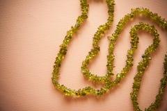 Bijouteriehalsband van groene parels Stock Afbeeldingen