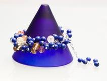 Bijoux argentés avec les pierres précieuses colorées Photos stock