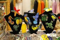 Bijoux au marché aux puces Photo stock