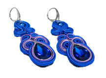 Bijoux bleus de boucles d'oreille de saphir Photographie stock