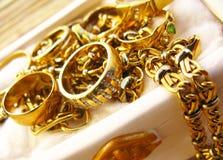 Bijoux d'or images libres de droits