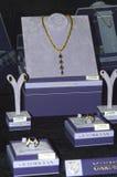 Bijoux 2014 de Chambre de bijoux d'esthète de JUNWEX Moscou Colliers, anneaux, boucles d'oreille de luxe Photographie stock