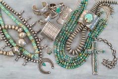 Bijoux de Natif américain d'argent et de turquoise Photos libres de droits