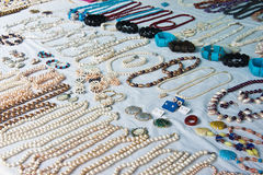 Bijoux des perles naturelles Photographie stock libre de droits