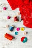 Bijoux et un outil de couture Images stock