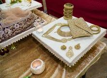 Bijoux montrés sur un support décoratif Photo libre de droits