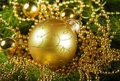 Bijzonder van een Kerstboom met decoratie. Stock Afbeeldingen