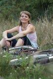 bike ослабляет ся женщину Стоковая Фотография