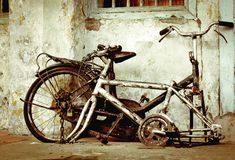 Bike. Old broken bike and decaying wall Royalty Free Stock Images