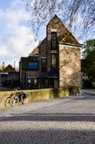 Bike, casa del ladrillo, igualando en Brujas imagen de archivo libre de regalías