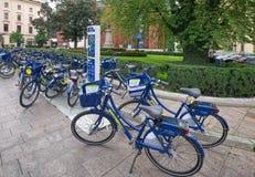 Bike compartiendo la estación Wavelo, Kraków, Polonia fotos de archivo libres de regalías